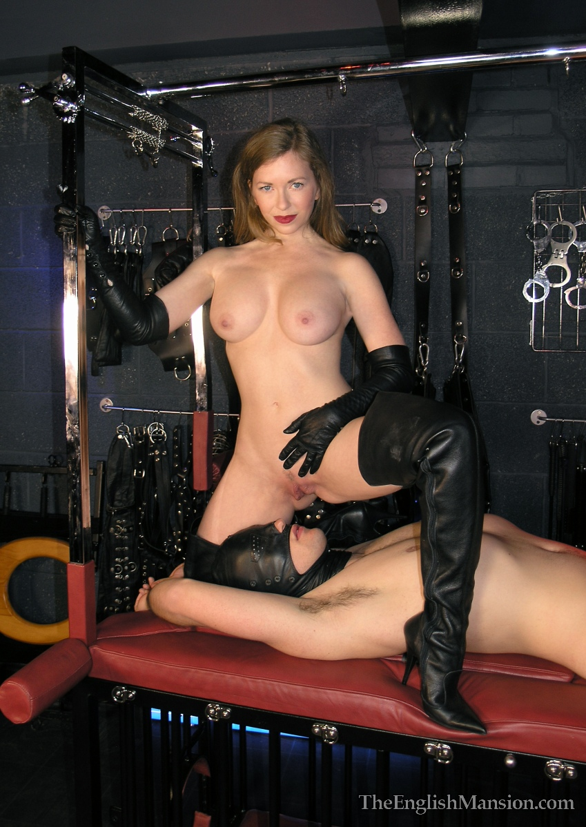 The leather domina leather fetish total leather bondage