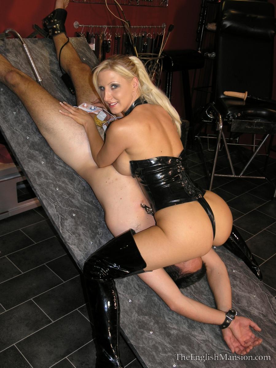 Русская госпожа мучает раба 4 фотография